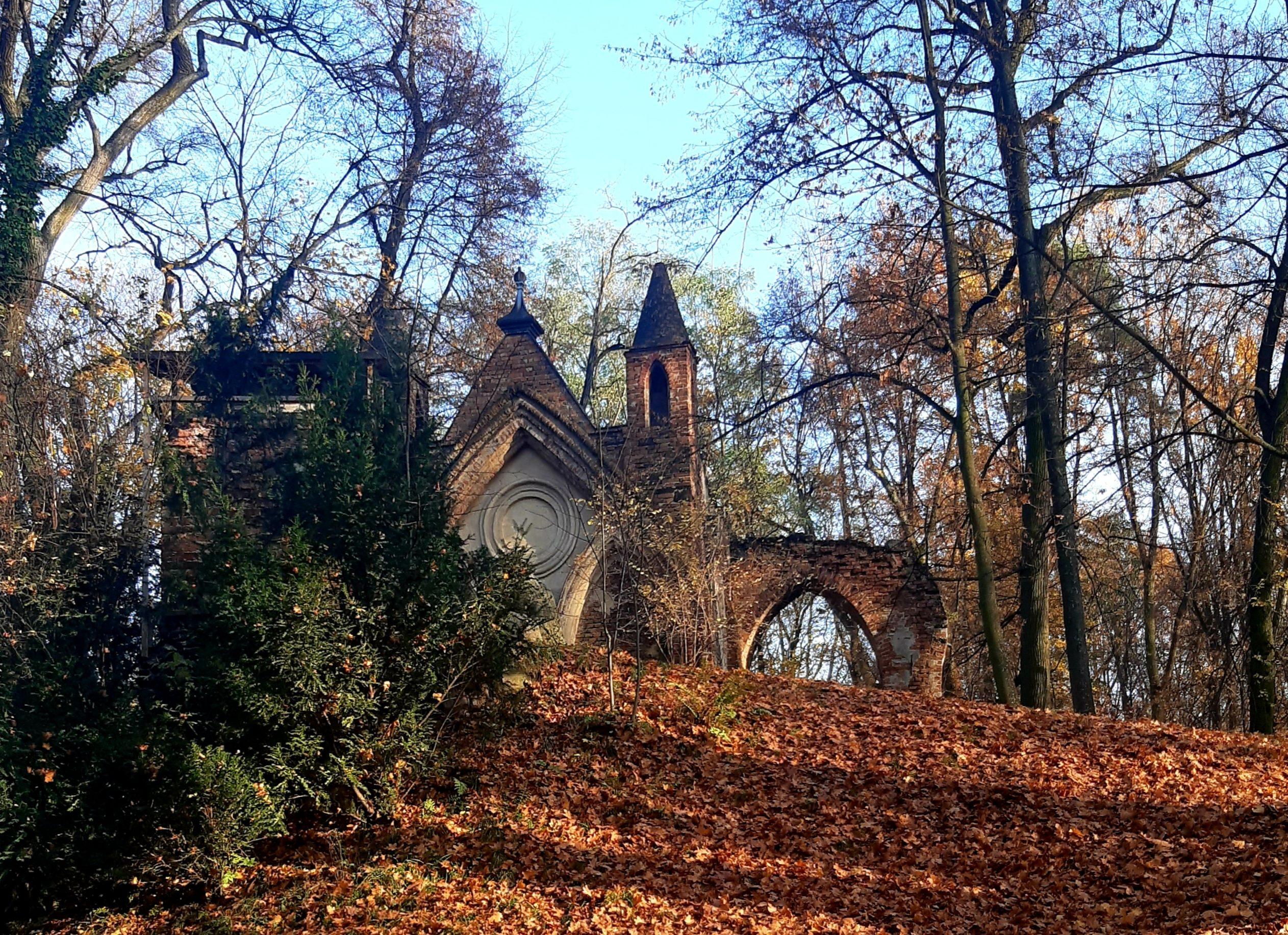 park romantyczny w arkadii - piękne budowle